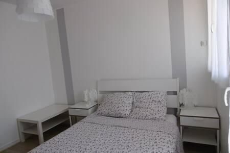 Chambre Lumineuse Centre Stéphanois - Apartment