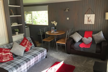 Ancarraig Lodges Self Catering Above Loch Ness #5 - Cabana