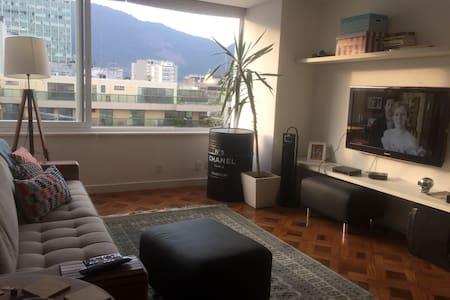 Suite in the best area of Leblon! - Rio de Janeiro - Dorm