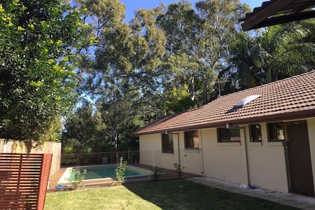 Family friendly haven on the hill - Burleigh Heads - House
