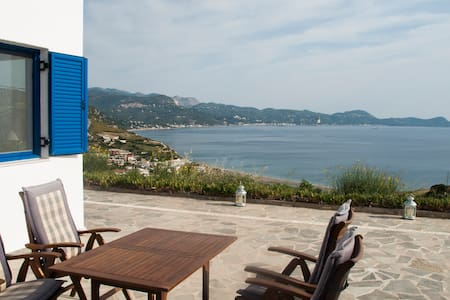Villa with excellent view to the Aegean Sea - Oxilithos - Hus