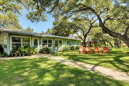 Texas Star on Lake LBJ – Sleeps 14 - Kingsland