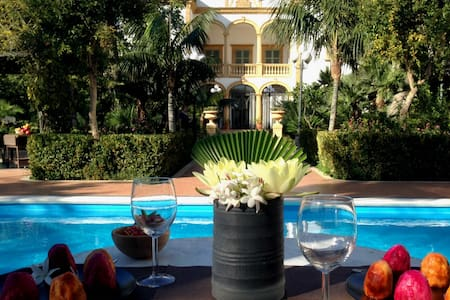 Charming apartment in villa park and pool, up to 4 - Marsala