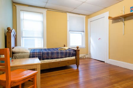 Simple, comfortable and convenient - Somerville - Apartment