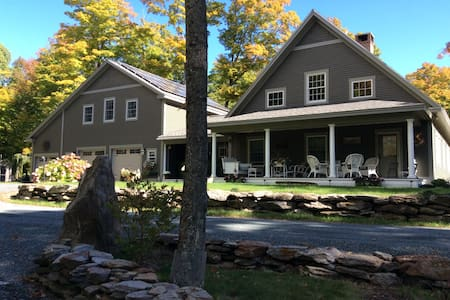 Stylish Accommodation with Classic Vermont Charm - Lakás