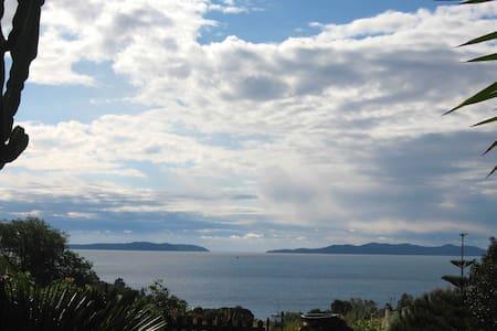 Appartement romantique vue sur mer. - Le Lavandou - Appartement