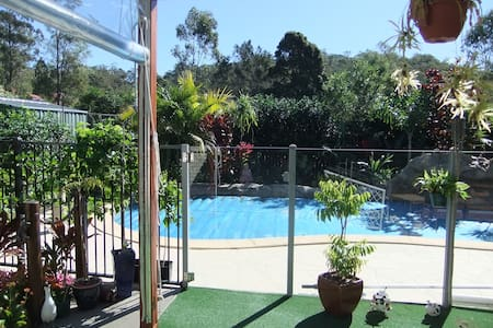 Close to Gold Coast Theme Parks, 5 minute from bus - Upper Coomera - Hus