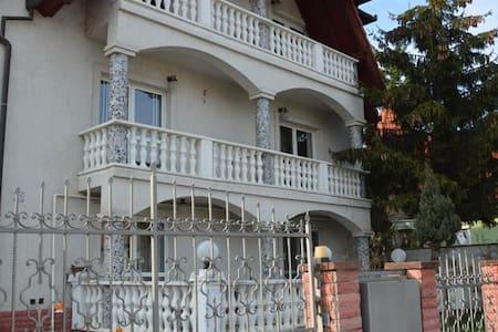 Kristály Apartman, Hévíz, gyógytó közelében - Bed & Breakfast