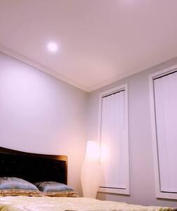 【可接送机】brandnew homey privite room全新别墅单间交通方便 - Casa