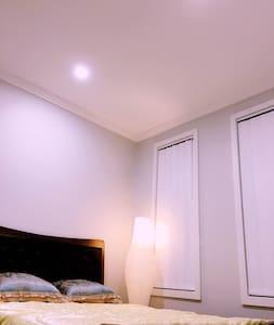 【可接送机】brandnew homey privite room全新别墅单间交通方便 - House