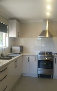 Clean, Quiet and cosy new villa/unit - East Cannington - Villa