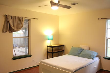 Large Private Room in Cute House