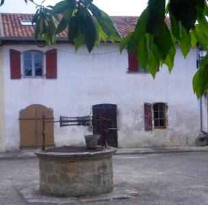 Chic Town House in Historic Village - Peyrusse-Grande