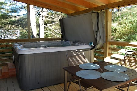Cannon Mountain Escape I with Jacuzzi : Franconia - Franconia - Stadswoning