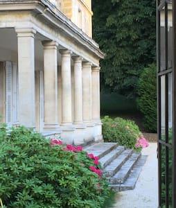 Un château exclusif à 1 heure de Paris - Schloss