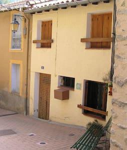 Mignonne maison de village - Stadswoning