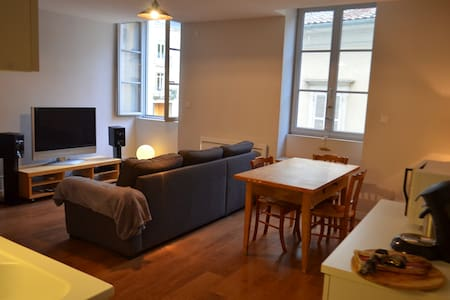 Joli T2 en plein centre-ville pour 4 personnes - Bourg-en-Bresse - Appartement