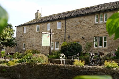 Cosy Cottage with hot tub in Skipton, North Yorks - Apartment