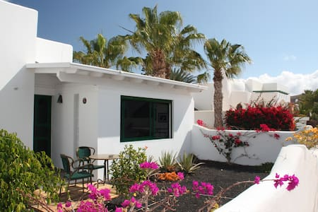 THE WHITE HOUSE with Pool - Playa Blanca - Maison