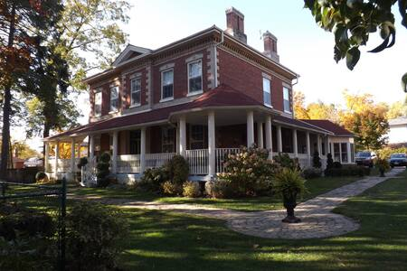 Bed and Breakfast in Century Home - Szoba reggelivel