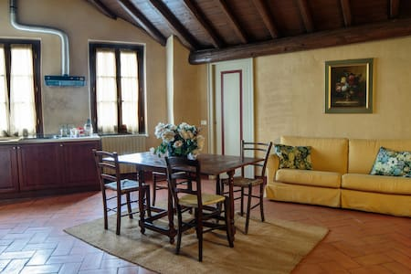 By Train to the Floating Piers. B - Cazzago San Martino - Wohnung