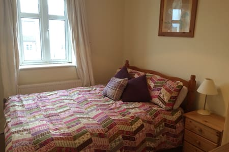 Cosy room beside sea in Salthill