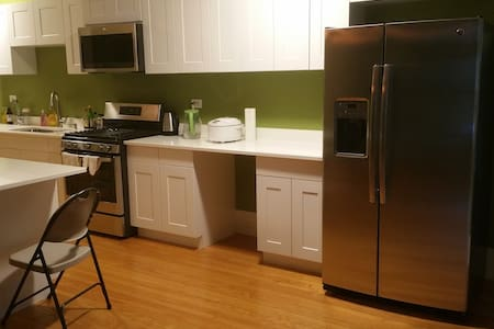 Shared Rm 3 in Quiet & Safe upscale Hyde Park area - Apartamento