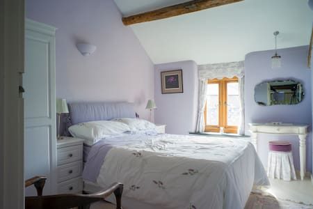 Former Farmhouse - Lilac Bedroom - Conwy - House