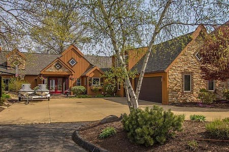 Lake Erie home available for RNC - Avon Lake - Ház