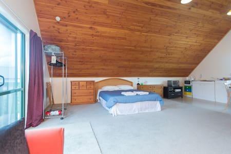 Quiet, cosy self-contained loft. - Loft