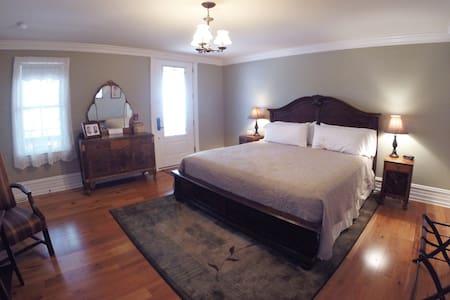 Gidcomb Suite at the 5-star Main Street Inn - Kutztown