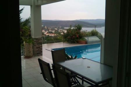 Ισόγειο μονοκατοικίας με πισίνα - Akti Nireos - House
