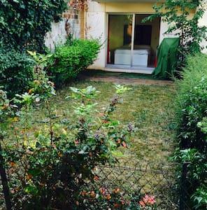 "Room & garden / 10"" to Paris / Breakfast including - La Garenne-Colombes"