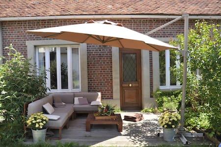 Maison d'amis avec terrasse - House