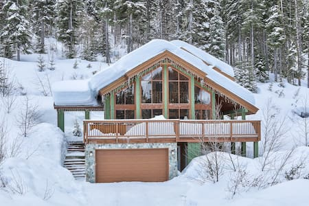 Stunning Pet Friendly Ski-In 'Eagle Chalet' - Dağ Evi