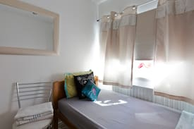 Picture of Beautiful Single bedroom - 10 mins to Train/City