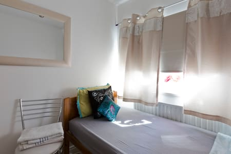 Beautiful Single bedroom - 10 mins to Train/City - Slough - Huis