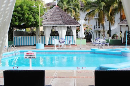 Quaint Beach Condo Sleeps 4 - Ocho Rios