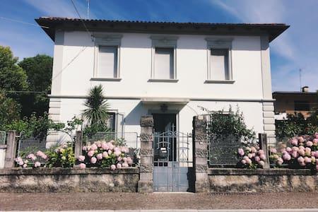 花园大别墅 拎包入住 (la villa grande) - Udine - Villa