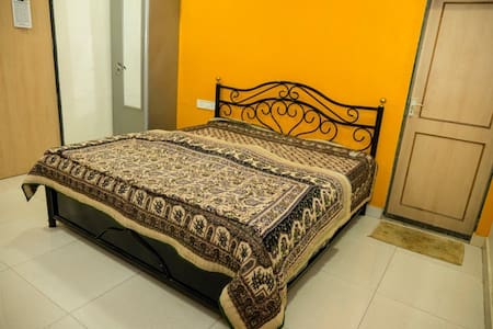 Cosy Room 1 in Beautiful Farm House - Thane - House