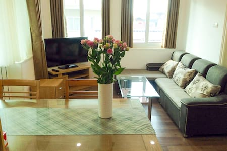 A homey apartment near West Lake with terrace - Wohnung