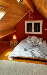 """Chambre des loups"" - Bed & Breakfast"