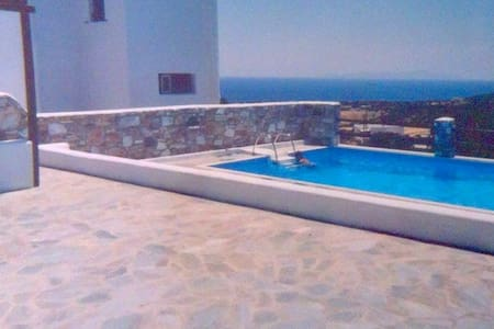 Τraditional house breathtaking sea view with pool - Aspro Chorio