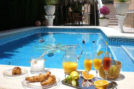 Chalet con piscina privada - Hytte (i sveitsisk stil)