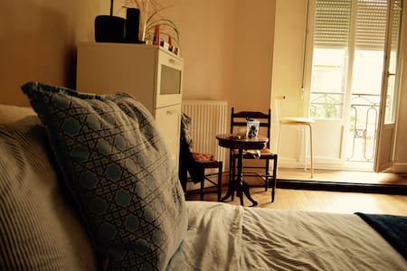 Private room in vintage apartment near city centre - Reims