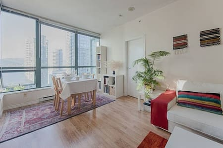 Room for female - Heart of Downtown - Vancouver - Apartment
