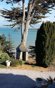 Manégor, villa au bord de l'eau - Haus