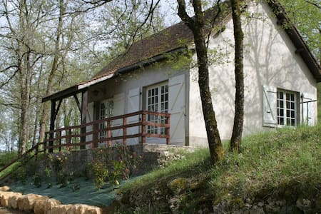 Maison T3 dans un domaine de 4 hectares + piscine. - Saint-Chamarand - House