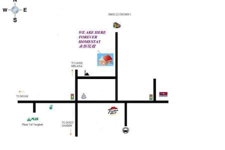 东甲永恒名宿是现代双层楼度假屋。理想的位置和舒适的居住环境。设有5间卧室,可住宿多达20人的名宿 - Tangkak - House