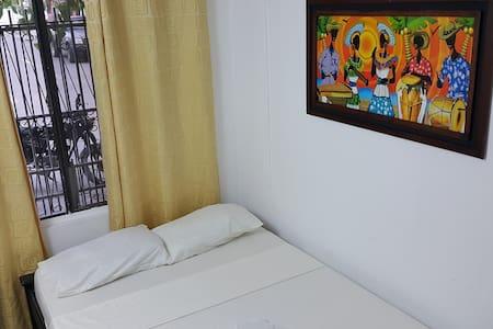 Habitación Doble Baño Compartido - Bed & Breakfast